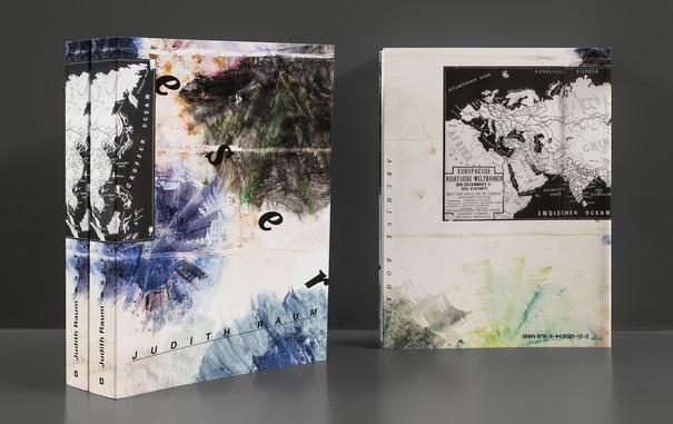 Foto des Covers mit Farbverläufen und einer Abbildung einer Karte der europäisch-asiatischen Weltbahnen in schwarz-weiß.