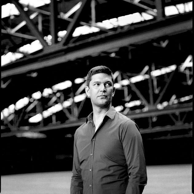 Ein schwarz-weiss Foto von Arne Jansen.