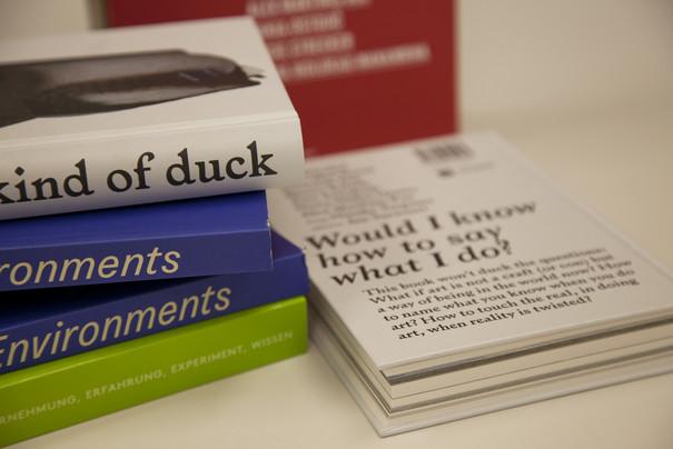 Stapel Bücher mit den Publikationen vom BAS