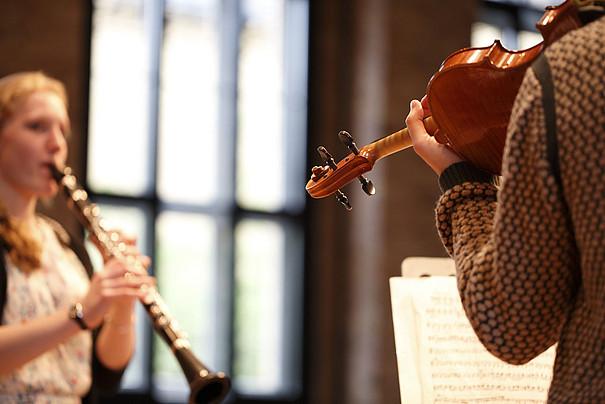 Geigen- und Klarinettenspielerin