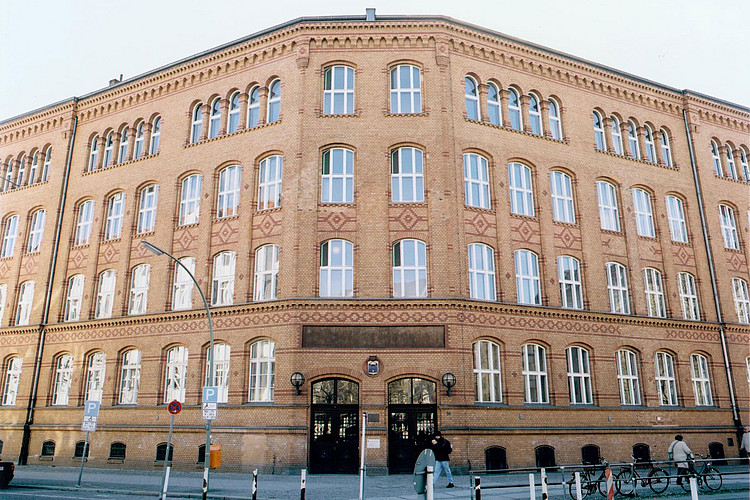 Das Gebäude in der Mierendorffstraße von außen.