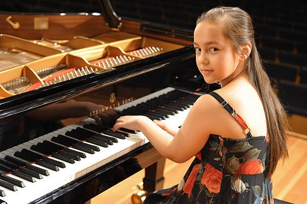 Charlotte Knörzer am Klavier