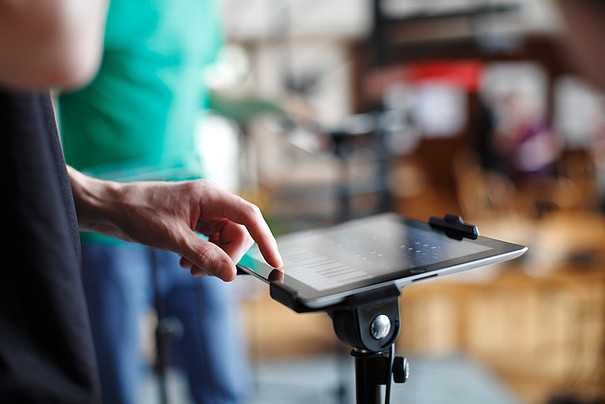 Ein iPad, auf dem ein Keyboard abgebildet ist.