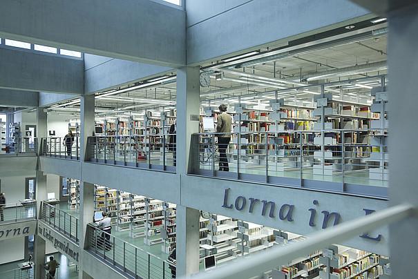 Das Innengebäude der Universitätsbibliothek.