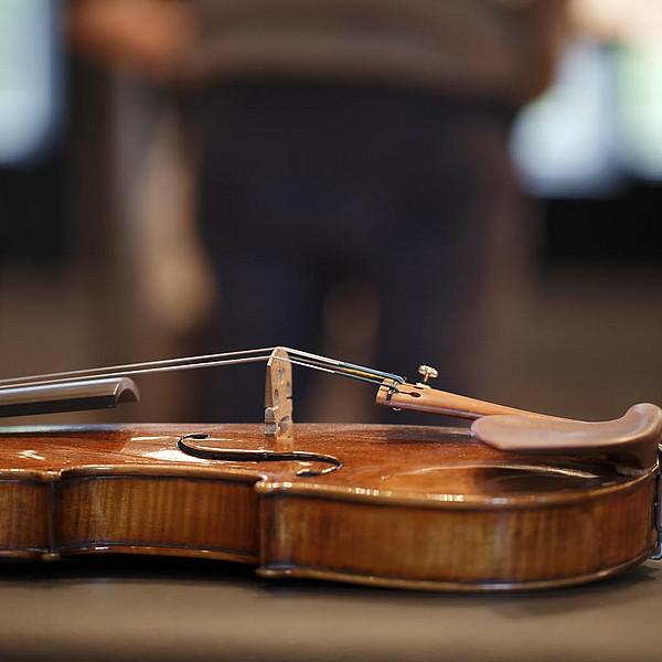 Eine Violine.