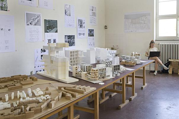Architekturausstellung während des Rundgangs