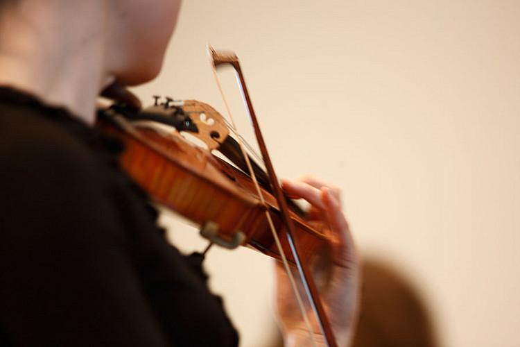Violine unter dem Kinn